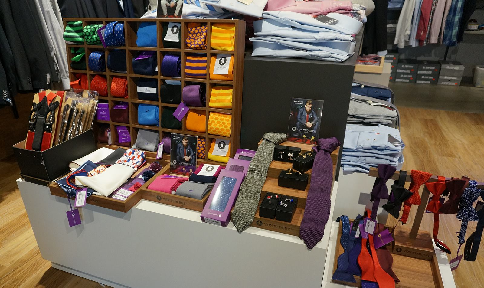 VON FLOERKE: Manschettenknöpfe, Einstecktücher und Krawatten